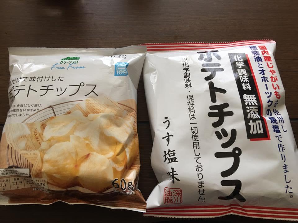 深川油脂工業さんのオホーツクの焼き塩のか化学調味料無添加のポテトチップスとイオンのプライベートブランド:TOPVALUグリーンアイの無添加ポテトチップスの比較